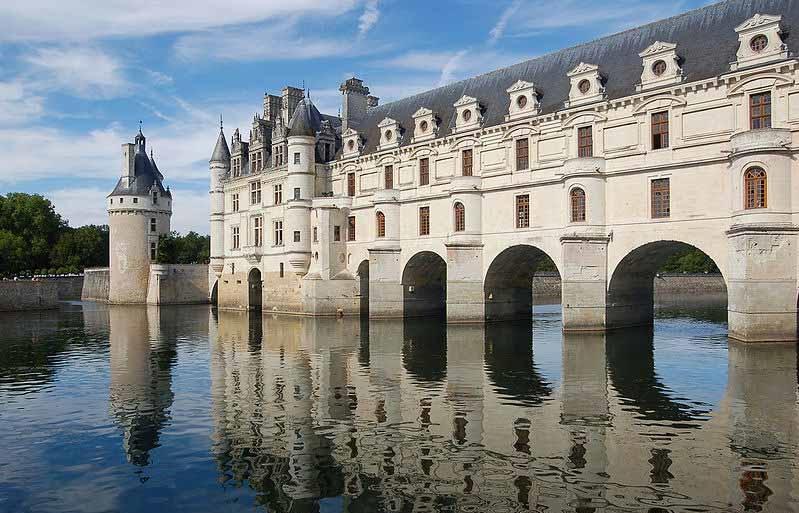 Купить замок во франции на берегу моря
